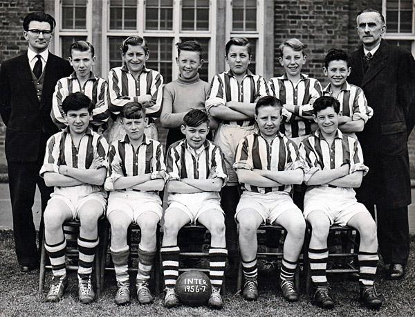 1956-57-Int-Football-Team