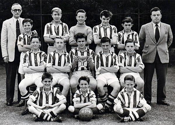 1957-58-Int-Football-Team-1