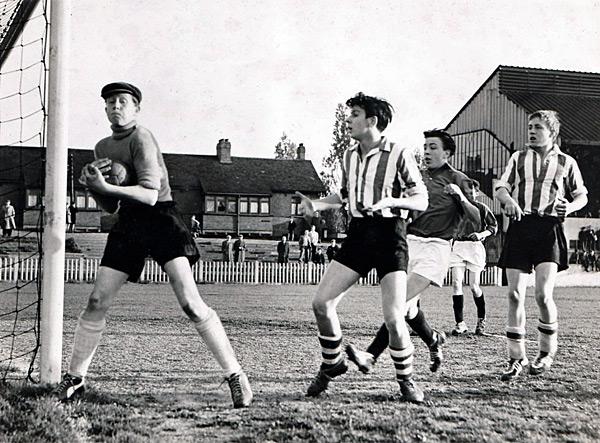 1957-58-Int-Football-Team-2